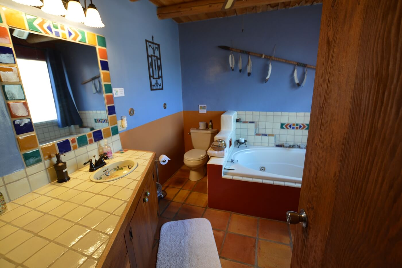 Puerta Violeta | King Size Bed, Private Soaking Tub and Rooftop Patio