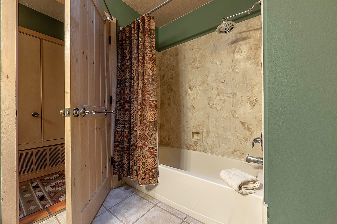 Puerta Blanca Tub/Shower combination