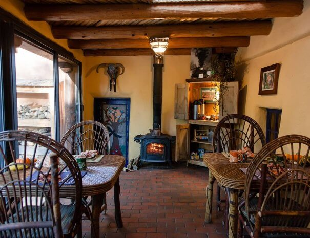 Taos Bed and Breakfast breakfast room